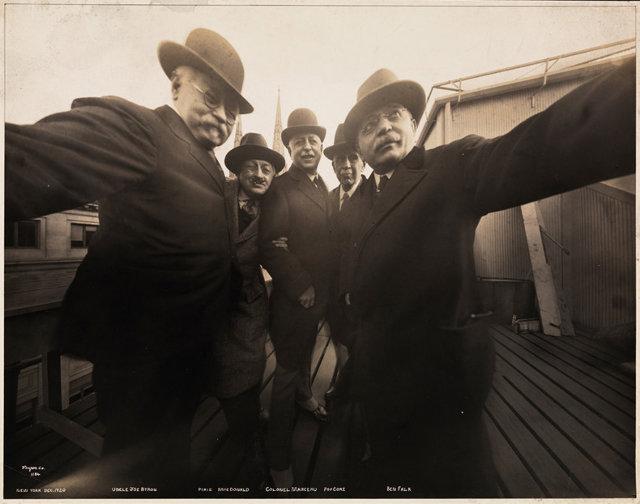 3026832-inline-i-vintage-selfie-1920-2